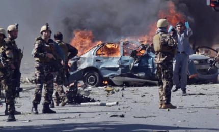 """Strage in Afghanistan, autobomba uccide 80 persone. Isis rivendica e afferma: """"Otto soldati americani morti"""""""