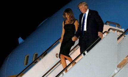 G7, Trump dà finalmente la mano a Melania