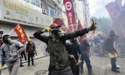 Turchia, polizia contro manifestanti. Arresti e feriti in Francia e Grecia
