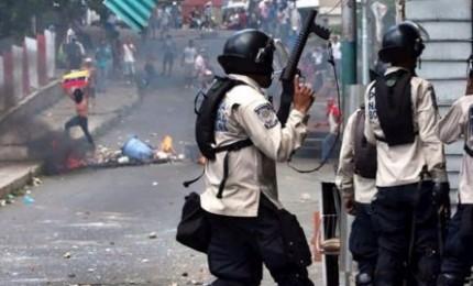 Ancora scontri in Venezuela, almeno 37 morti. Sotto accusa il presidente Maduro
