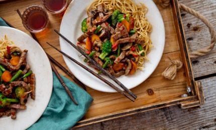 Ricette dal mondo, i noodles con manzo e verdure