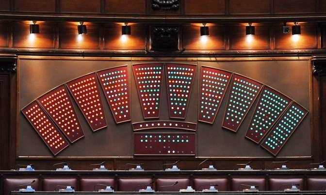Legge elettorale, tutti pronti a ripartire. M5s: prima vitalizi