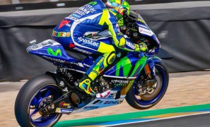 """Crutchlow in pole, Rossi solo decimo. Dovizioso: """"Posso puntare al podio"""""""