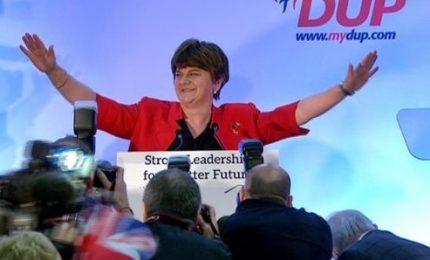 Dopo voto deludente May sacrifica due suoi consiglieri. Parte l'attacco al premier