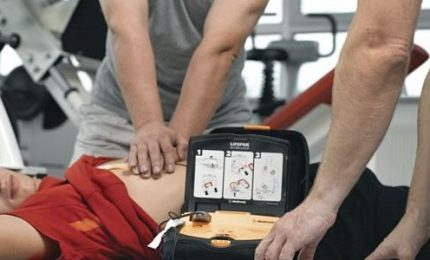 Entra in vigore obbligo defibrillatore negli impianti sportivi