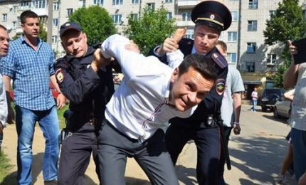 L'arresto del noto oppositore Yashin a Mosca
