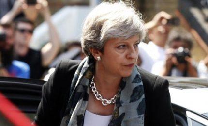Attacco a Londra, May e Corbyn sul luogo dell'attentato