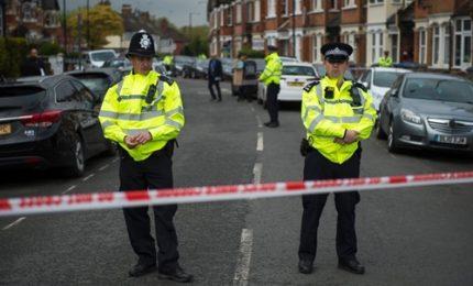 Londra, polizia: 12 persone arrestate in raid a Barking