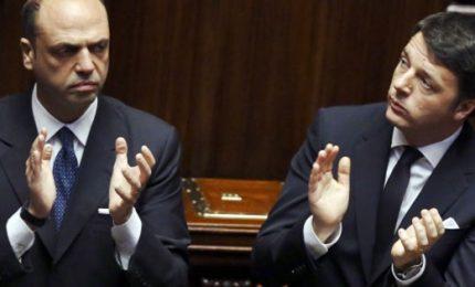 Arriva emendamento per tedesco. Ed è scontro Renzi-Alfano. L'ex premier: si può votare a ottobre