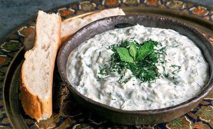 A tavola arriva lo tzatziki, il condimento per tutti i gusti