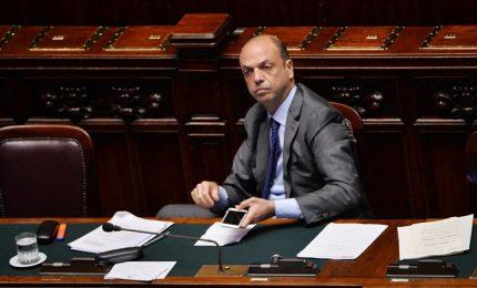 Sicilia, Miccichè oggi da Berlusconi. Alfano guarda Renzi e pensa Musumeci