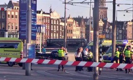 Paura ad Amsterdam: auto piomba sulla folla, 8 feriti. Non è atto terroristico
