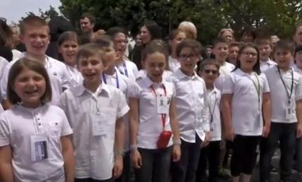 """Il Papa ai bambini terremotati: """"Andate avanti con coraggio"""""""