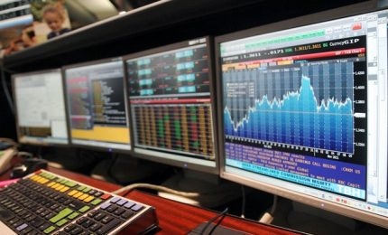 """Borsa, ancora un venerdì nero e """"virale"""" in Europa. Milano -3,50%"""