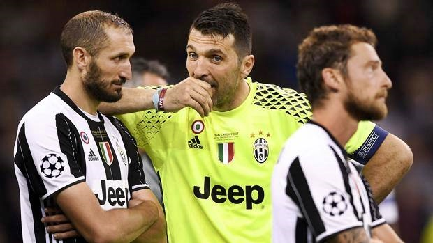 Juventus calcio Buffon e Chiellini nel team of the year Uefa