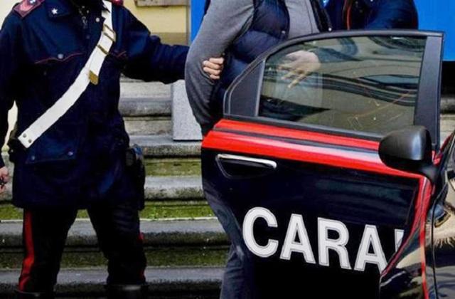 Rubavano anche nelle scuole: 17 arresti tra Campania e Lazio