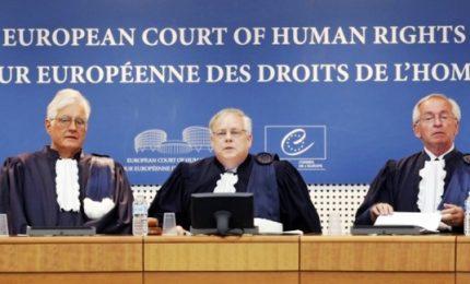 """Corte europea diritti dell'uomo condanna legge russa su """"propaganda gay"""""""