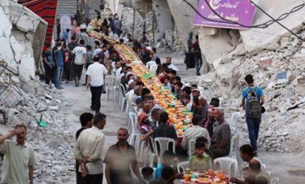 Siria, a Duma grandi tavolate imbandite per l'iftar