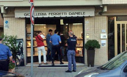 Gioielliere uccide bandito a Pisa, vittima è uno straniero. In fuga l'altro rapinatore