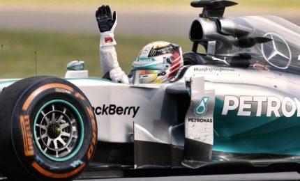 Vince Hamilton, secondo Vettel. Fuori Raikkonen