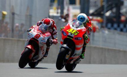 Barbera guida le seconde libere, Rossi dietro
