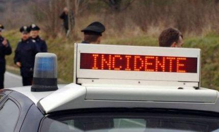 Schianto sulla Messina-Catania, morti zio e nipote. L'auto è finita fuori strada