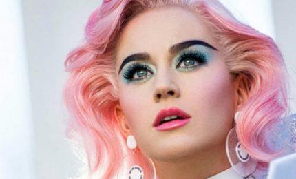 """Katy Perry in diretta su Youtube per lanciare """"Witness"""""""