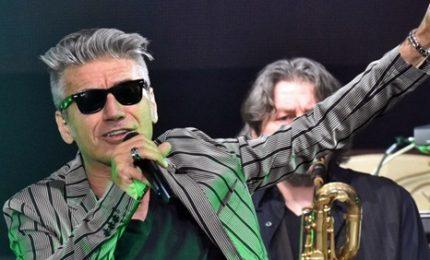 """""""Esordio"""" Ligabue, torna a cantare dopo intervento"""
