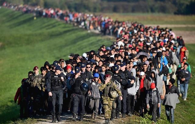 """Ricollocamento migranti, stop a """"paese di primo arrivo"""""""