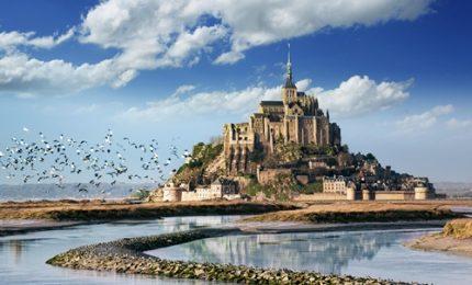 Il Mont Saint-Michel ritorna al suo abbraccio con le maree