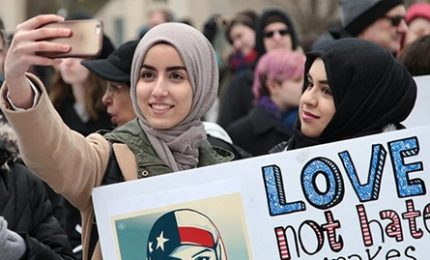 """Trump difende il """"muslim ban"""" e attacca il dipartimento di Giustizia: """"DIVIETO DI VIAGGIO!"""""""