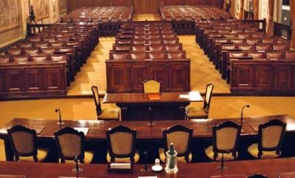 """Parlamento siciliano """"ostaggio degli assenti"""", appello al vento del presidente"""