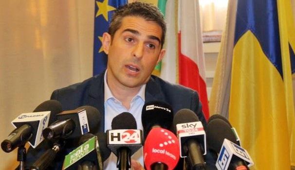 """L'anatema di Pizzarotti: """"Luigi Di Maio farà stessa fine di Matteo Renzi"""""""