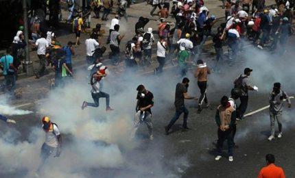 Venezuela, scontri durante lo sciopero generale: due morti