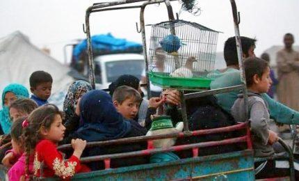 """Siria, 21 civili in fuga uccisi in raid Usa. Forze curdo-arabe: al via la """"grande battaglia"""""""