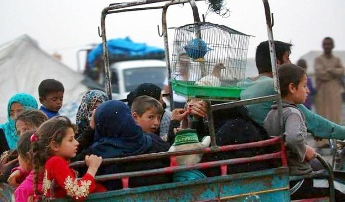 Siria: 43 civili uccisi in raid dimensione font +