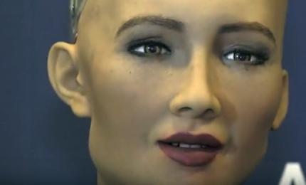 Sophie, la robot umanoide: sbatte gli occhi e esprime concetti