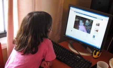 Foto figli sui social, è allarme pedopornografia