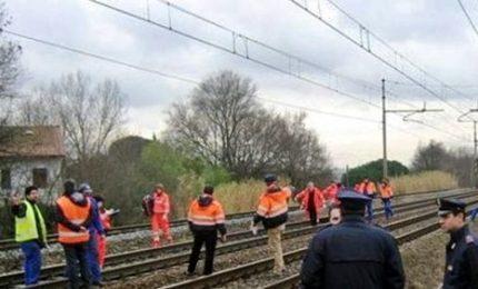 Uomo travolto e ucciso da un treno merci a Genova