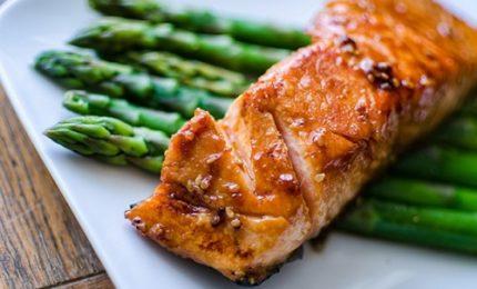Ricette dal mondo, filetto di salmone in salsa teriyaki con asparagi
