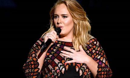 Problemi alle corde vocali, Adele cancella date Wembley