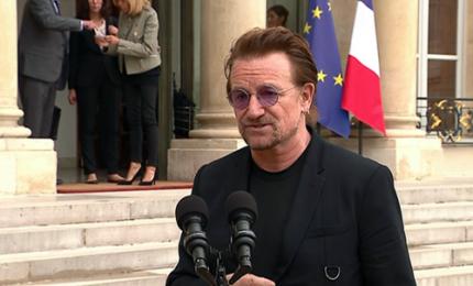 Il leader degli U2 Bono ricevuto da Macron