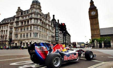 Show dei bolidi di Formula 1 per le strade del centro di Londra. In pole Vettel e Raikkonen