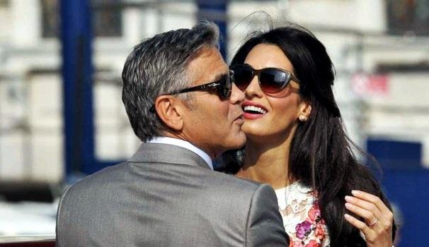 George Clooney e Amal Alamuddin portano i gemelli sul Lago di Como