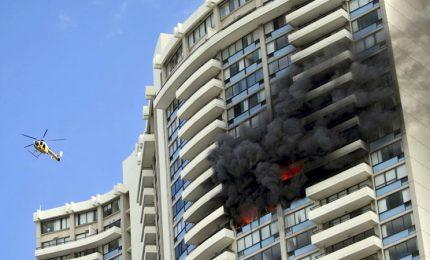 Hawaii, fuoco grattacielo a Honolulu: 3 vittime
