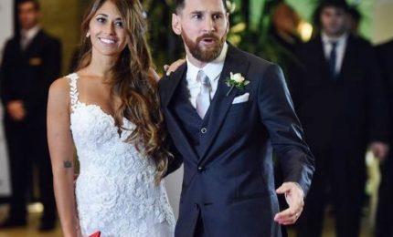 Leo Messi e Antonella Roccuzzo sposi a Rosario. Niente regali ma donazioni