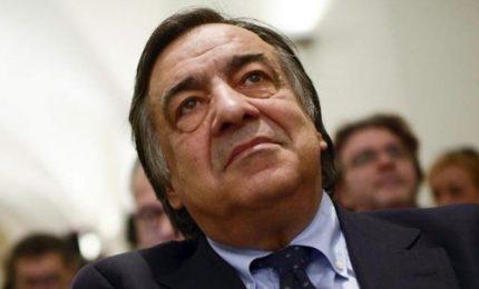 Leoluca Orlando guida fronda contro decreto Salvini. Ministro: prima gli italiani