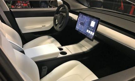 Rivoluzione in strada, Tesla consegna le prime Model 3