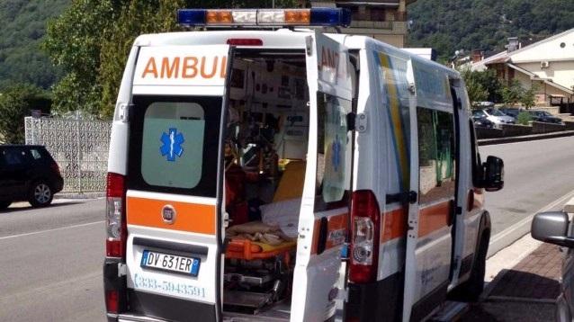Bambino di un anno travolto dall'auto della zia: morto in ospedale