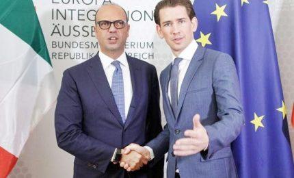 """Austria a Italia: tenete migranti a Lampedusa. Sbotta sindaco dell'isola: """"Non siamo lager"""""""